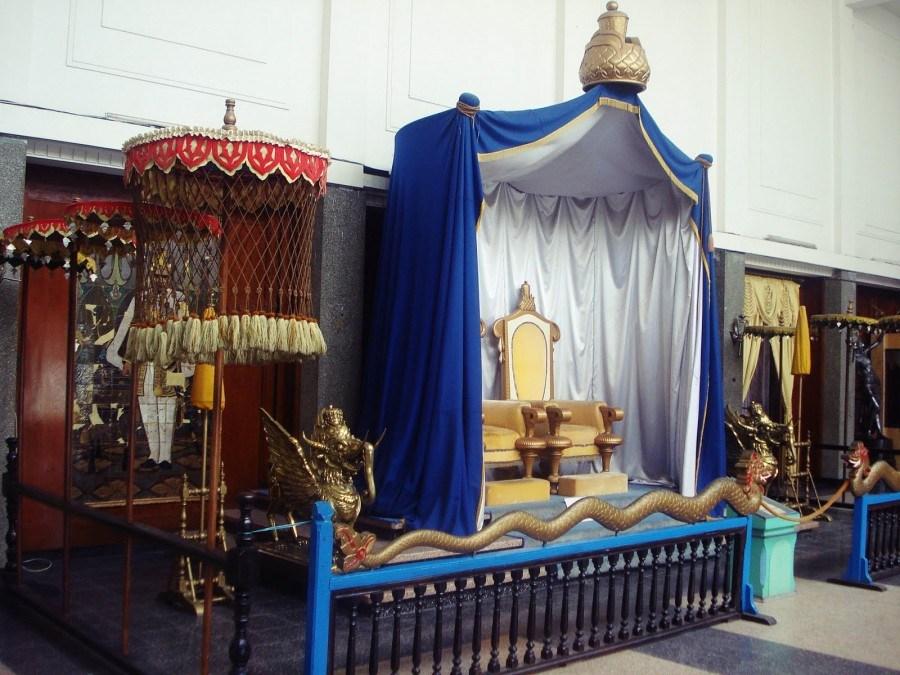 singgasana sultan kerajaan kutai