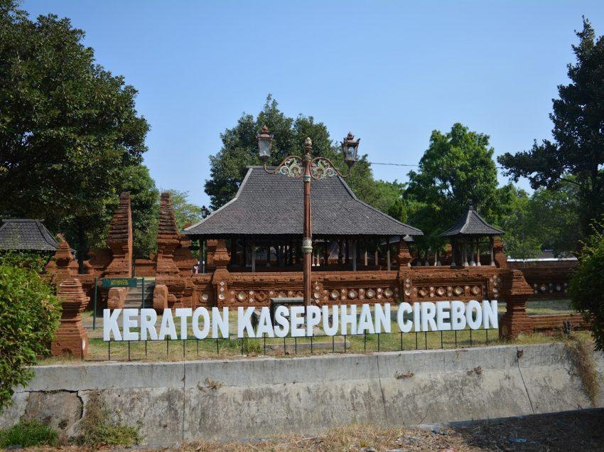 15 Peninggalan Kerajaan Cirebon Beserta Penjelasan dan Gambarnya