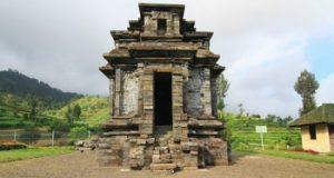 Kompleks Candi Dwarawati dieng