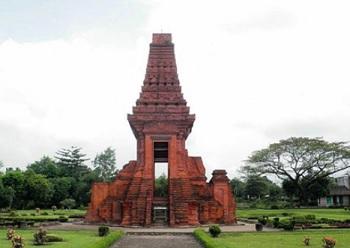 Sejarah Candi Bajang Ratu Trowulan Mojokerto (Jawa Timur)
