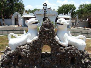 patung-macan-putih