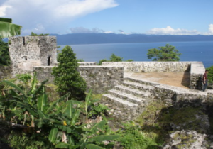 Sejarah Kerajaan Tidore Ternate Beserta Peninggalannya ...