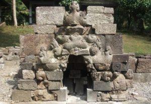 Arsitektur dan Relief Candi Jolotundo