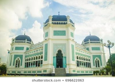 18 Masjid Bersejarah di Indonesia dan Penjelasannya